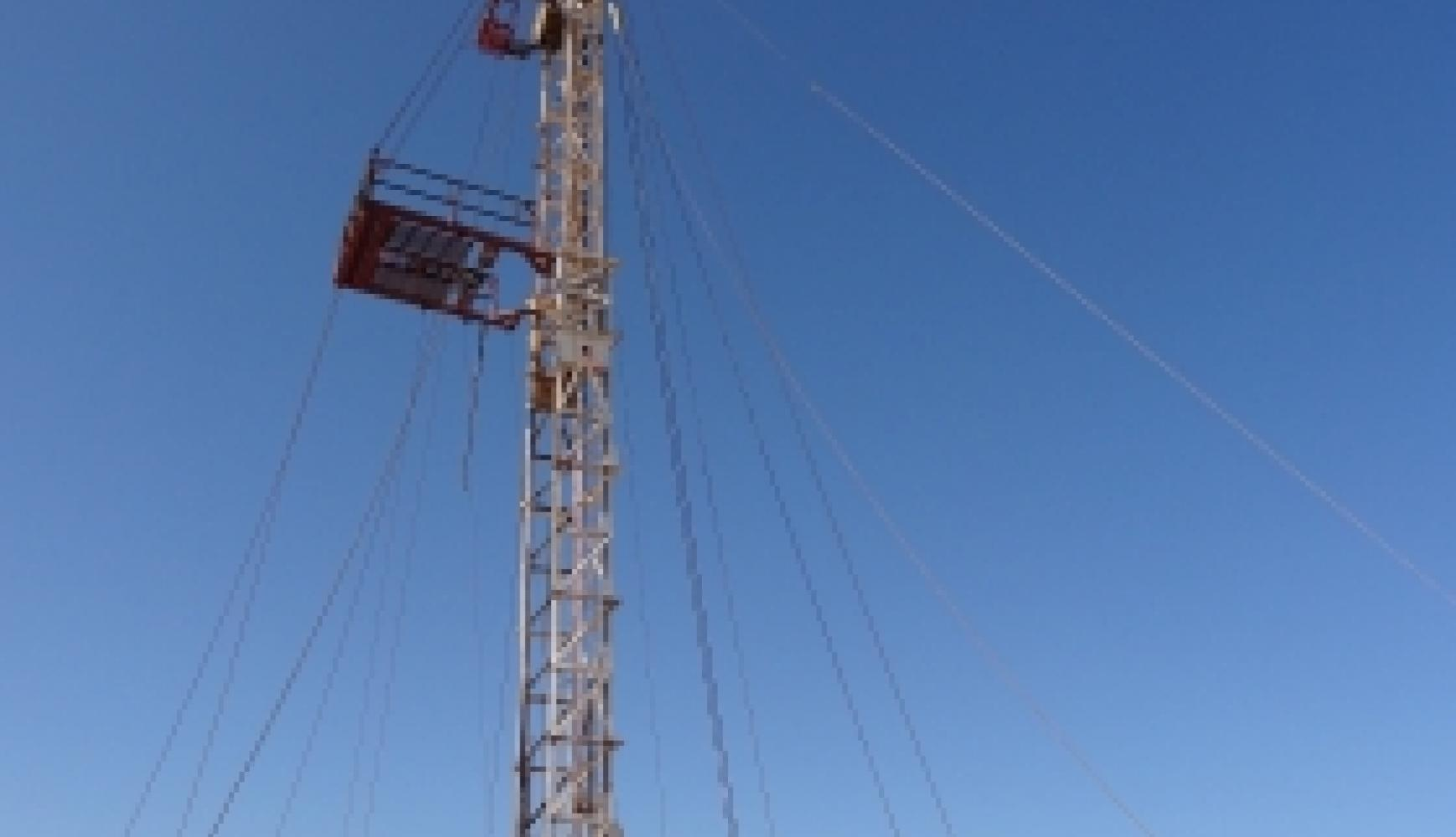 Well Servicing Rig Mast, tension instrumentation, tensiometer